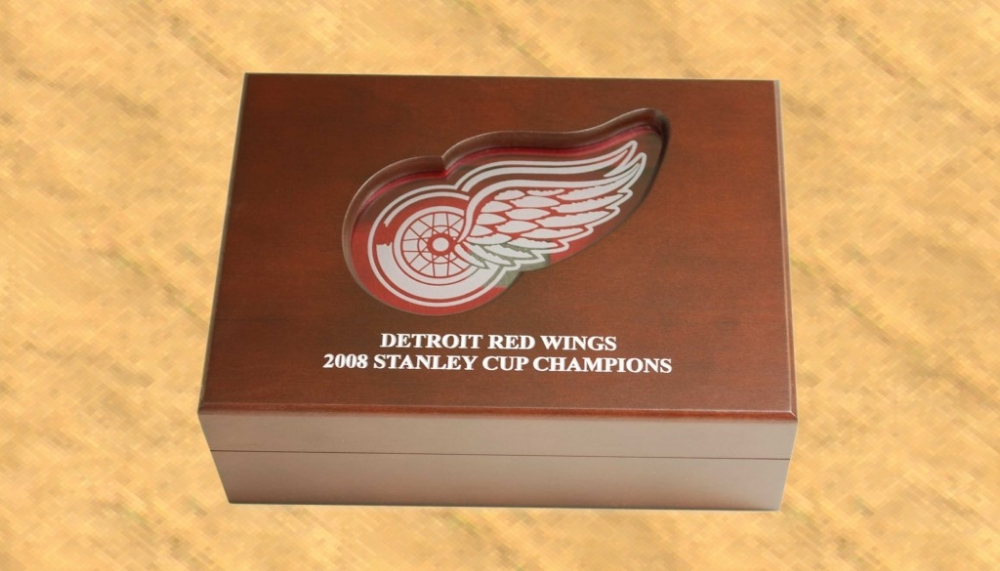 Red Wings Outside